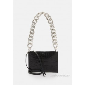 N°21 SMALL ZIPPED POUCH Clutch black