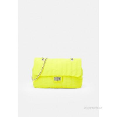 PARFOIS CROSSBODY BAG CHUCK L Across body bag yellow