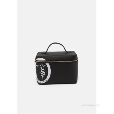 Trussardi PRE LOGO POP TRAVEL BEAUTY CASE Wash bag black