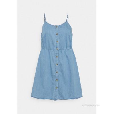 Vero Moda Curve VMFLICKA STRAP SHORT DRESS Denim dress light blue denim/lightblue denim