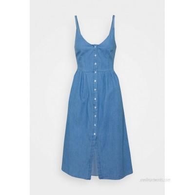 VILA PETITE VIFANZI MIDI STRAP DRESS Denim dress light blue denim/light blue